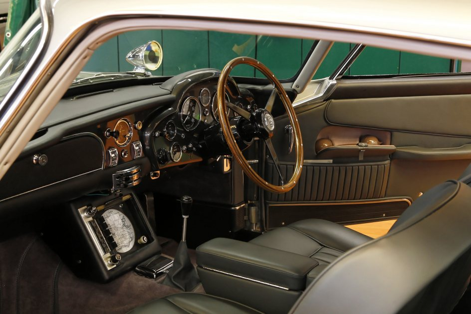 Interior del coche de James Bond
